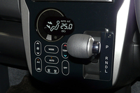 上級グレードに装備される、タッチパネル式の空調。