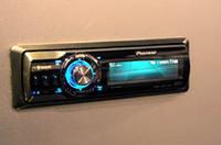 パイオニアからはBluetooth内蔵CDレシーバーが登場。携帯電話のハンズフリー通話と音楽のストリーミングに対応。