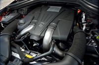 搭載されるエンジンは4.7リッター直噴V8ツインターボ。435psと71.4kgmを発生する。