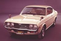 ロータリーエンジンを搭載した「マツダ・ルーチェAP」。車名の「AP」は「Anti Pollution」の略で、1973年2月にマスキー法の基準をクリア。他車に先駆け、1973年5月には低公害車優遇税制に認定されている。