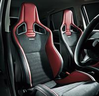 「NISMO S」にオプション設定されるレカロ製スポーツシート。