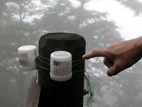 その容器には、「丹沢における森林衰退調査のためのオゾンの測定」と書かれていた。神奈川県自然環境保全センターが行っている調査らしい。