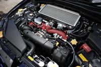 「WRX STI」の308psにはおよばないとはいえ、300psを発生する2.5リッターの水平対向4気筒+シングルスクロールターボ。パワーと扱いやすさ、そしてフィーリングのよさを兼ね備えた好エンジンだ。