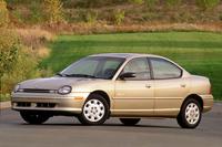「クライスラー・ネオン」     北米市場で売れまくっていた「トヨタ・カローラ」「ホンダ・シビック」などの日本車に対抗するために開発された小型車。極端なコストダウンを行ったため品質が致命的に低下し、競争力は低かった。1994年にデビューし、1999年にモデルチェンジして2005年まで作られた。