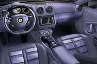 「フェラーリ・テーラーメイド・プログラム」で、内装にデニム生地を採用した「フェラーリ・カリフォルニア」。