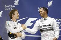 2戦連続でメルセデス1-2フィニッシュ。激しい優勝争いの末、ルイス・ハミルトン(右)は2連勝を飾り、開幕戦ウィナーのニコ・ロズベルグ(左)は2位でレースを終えた。(Photo=Mercedes)