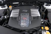 ツーリングワゴン、B4と共通となる3.0リッター水平対向6気筒DOHCエンジン。 (M)