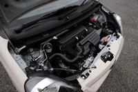 「ミラ イース」の658cc直3エンジンは、燃費に定評のある「ムーヴ」のKF型ユニットをベースに、各部の摩擦抵抗を低減するなどのリファインを施したもの。JC08モードで30.0km/リッター、10・15モードでは32.0km/リッター(ともにFF車)の燃費を実現した。