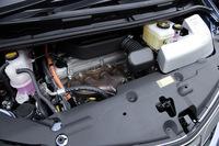 エンジンは、先代同様に2.4リッター直4だが出力が高められた。