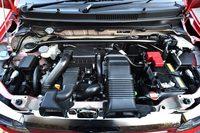 エンジンについては、アクセル操作に対するレスポンスを高めるとともに、燃焼室内の温度を下げることで空気の充てん効率を向上。最大トルクを10.2kgmに高めている。