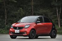 既存の1リッター直3自然吸気エンジン搭載車に追加される形で「フォーフォー ターボ」が発表されたのは2016年8月のこと。車両価格は256万円。