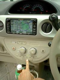 スライドドアの開閉スイッチは、センターコンソールに加えCピラーに配置。後席から操作できます。