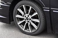 「TRD TF6」と名付けられたアルミホイール。テスト車は、ミシュランの「パイロットスポーツ3」タイヤが組み合わされていた。