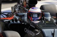 マクラーレンは予選Q2どまりで、フェルナンド・アロンソ13位(ロメ・グロジャンの降格ペナルティーで12位)、バトン(写真)は15位(同14位)からスタート。レースでは一時入賞圏に駒を進めるも厳しい戦いを強いられバトン12位、アロンソ14位完走。終盤にタイヤを交換したアロンソはこのレースで誰よりも速いラップタイムを記録した。(Photo=McLaren)