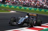 """大観衆の熱い声援を受けて初の母国GPに挑戦した""""チェコ""""ことセルジオ・ペレス。予選9位から自身6度目のポディウムを目指したが、セーフティーカーのタイミングでタイヤ交換の機会を逸してしまった。それでもミディアムタイヤを履いて53周ものロングランをこなし8位入賞。このレースを1ストップで走り切った唯一のドライバー、そしてただひとりのメキシカンF1パイロットに、観客は惜しみない拍手と喝采を送った。(Photo=Force India)"""
