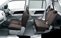 「AZ-ワゴン」には、チャコールグレーのシートが採用される。
