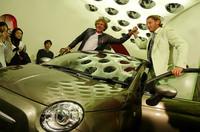 発表会場となった東京青山の「FIAT CAFFE」には、Dieselの創始者であるレンツォ・ロッソ氏(左)と伊フィアットの元名誉会長故ジョヴァンニ・アニエッリの孫で、現在は「イタリア・インディペンデント」社長のラポ・エルカン氏(右)が駆け付けた。