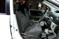 フロントシートはグレードにより、セパレートタイプとベンチシートタイプが用意される。