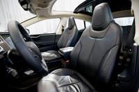フロントシートはバケット形状ではないものの、大ぶりでしっかりと体を支えてくれる。