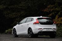 専用の内外装デザインやスポーツサスペンションなどを採用した「V40 D4 R-DESIGN」。200台限定で販売される。