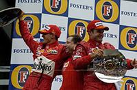 フェラーリ、パーフェクトウィンに喜ぶの図。左からミハエル・シューマッハー、チーム監督のジャン・トッド、そしてルーベンス・バリケロ。(写真=フェラーリ)