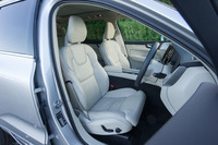 シートは、誰もが理想的な着座位置を得られるように設計されている。上級グレードの前席には、マッサージ機能も備わる。
