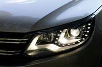 LEDポジショニングランプ内蔵のヘッドライト。