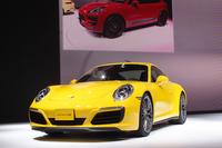 「ポルシェ911」の4WDモデル「911カレラ4」の新型も、同時に発表された。会場に展示されたのは、最高出力420psの上級モデル「911カレラ4S」。