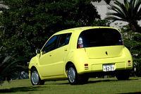 WiLLサイファは15ヶ月で開発されたという。今後36ヶ月で、月平均1500台売れれば、採算はトントンということだが……。トヨタのパイロットモデルとして、サイファには「p-way」と呼ばれるリース契約が採り入れられた。月々の基本料金(1年目5500円〜8500円)に走行距離(km×45円)を足した金額を払うのが基本。契約年数やオプション内容によって、金額は上下する。