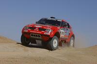 2004年のパリダカで、史上最多となる9度目の総合優勝で4連覇を達成した「三菱パジェロエボリューション」。 (写真=三菱自動車)