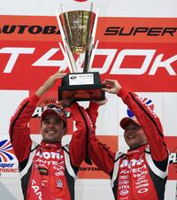 第3戦富士でGT-Rふたたび! 昨年の覇者が今季初勝利【SUPER GT 09】