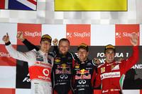 レッドブルのセバスチャン・ベッテル(写真左から3番目)が、4月の第4戦バーレーンGP以来となる今季2勝目を飾った。2位はマクラーレンのジェンソン・バトン(左端)、3位にはフェラーリのフェルナンド・アロンソ(右端)が入った。(Photo=Red Bull Racing)