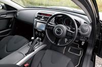 「タイプS」は6MTを搭載した。特別仕様車「SPIRIT R」が登場した2011年11月にカタログから消えた。