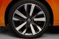 タイヤサイズは205/45 R17。