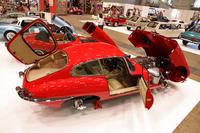 オールドボーイの手になる、フルレストア済みの1962年「ジャガーEタイプ Sr.Iクーペ」。車両本体価格1000万円、レストア費用1300万円で計2300万円。