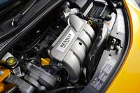 新型「ルーテシア ルノースポール」の直列4気筒ユニット。1998ccの排気量こそ先代モデルと同じだが、吸排気系に大きく手を入れたことで32psのパワーアップをはたした。