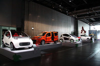 「ZIGZAG 伝統革新 未来を走るイタリア展」開催