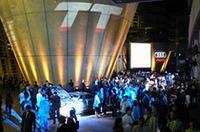 【Movie】夜の巨大美術館で、新型「アウディTTクーペ」初お披露目