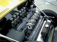 ミドに横置きされるエンジンは、「400GTV」由来の3929ccV型12気筒。ミウラSは、最高出力375ps/7700rpm、最大トルク39.6kgm/5500rpmを発生した。