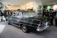 アメリカ車のそれに比べたら控え目なテールフィンによって「フィンテール」または「ハネベン」の俗称で呼ばれる。ボディサイズは全長×全幅×全高=4975×1795×1455mm、ホイールベース2850mmで現在のEクラス程度だが、当時のラインナップでは最大だった。