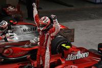 この週末、常に好調さを維持してきたライコネン。予選ではポールを逃したものの、レースでは最高のポジションを手に入れた。ポイントリーダー、ハミルトンとの差は7点。最終戦に望みをかける。(写真=Ferrari)