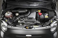 最高出力190psを発生する専用チューニングの1.4リッター直4ターボエンジン。補器類には大型のフロントレーシングインタークーラーやBMC製のカーボンエアクリーナーボックス、アクラポヴィッチ製のデュアルステージエキゾーストシステムなどが採用されている。