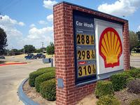 全米各地、ガソリン小売価格が「3ドルの壁」を突破。写真はダラス周辺で、このあたりは全米の中でもまだ価格が安い。
