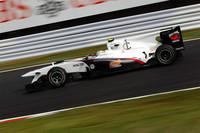 初の母国GPでザウバーの小林可夢偉がスリリングなレースを披露。ロングランで38周目にタイヤを交換、フレッシュなラバーで前車を次々と追い抜き、7位でチェッカードフラッグをくぐり抜けた。(写真=Sauber)