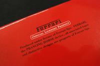 ケース裏側には、フェラーリのオフィシャルグッズであることを示すメッセージ。別途ライセンスシールも添えられます。
