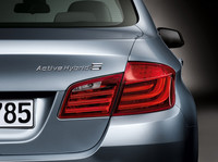 BMW、「5シリーズ」のハイブリッド車を出展の画像