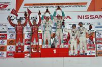 GT500クラス表彰式の様子。中央のNo.36 PETRONAS TOM'S RC F(中嶋一貴/ジェームス・ロシター組)は、今シーズン初勝利。