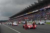 決勝スタート前に雨が上がり、コースコンディションは完全なドライへ。ポールポジションはNo.38 ZENT CERUMO SC430が獲得した。