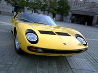 このミウラは1970年式の「P400 MIURA S」でレアな売り物。約2200万円だそうな。高いのか安いのか?