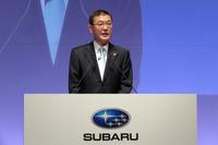 発表会にて新型「インプレッサ」の特徴を紹介する吉永泰之社長。